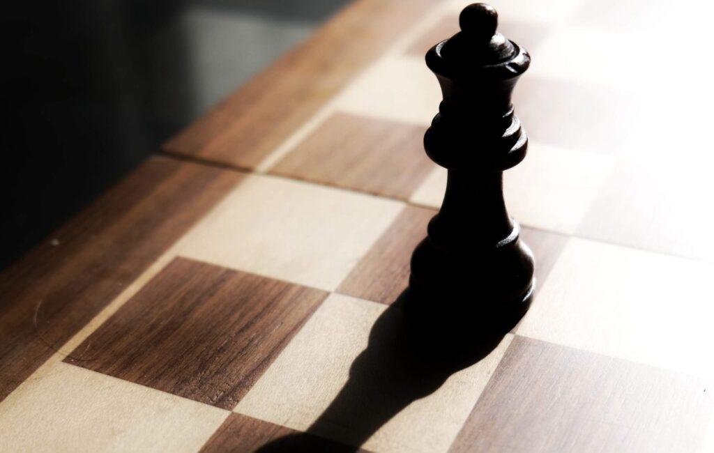 Massaal leren schaken door Netflix-serie: zo werkt de damegambiet (NU.nl)
